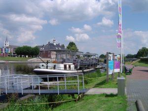 Rederij Peters in Ommen aan de vecht voor boot verhuur en rondvaarten.