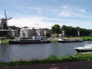 Rederij Peters aan de vecht in Ommen voor rond vaarten en boot verhuur.