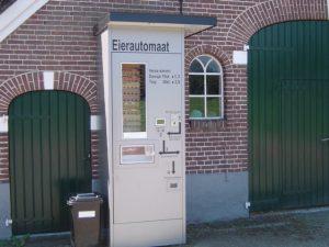 Eierautomaat bij boerderij in Beerse