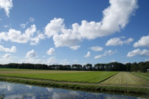 mooie laaghangende wolken